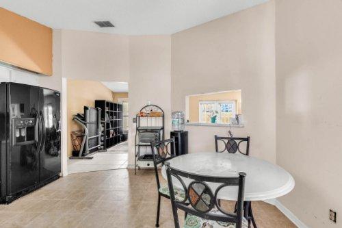 5267-Crisfield-Ct--Orlando--FL-32808---16---Kitchen.jpg