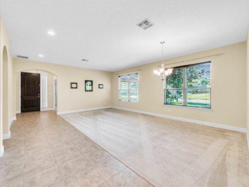 712-Cristaldi-Way--Longwood--FL-32779---06---Foyer.jpg