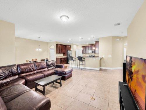712-Cristaldi-Way--Longwood--FL-32779---09---Family-Room.jpg