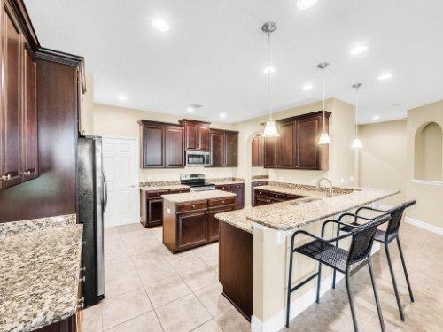 712-Cristaldi-Way--Longwood--FL-32779---14---Kitchen.jpg