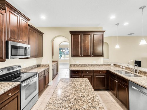 712-Cristaldi-Way--Longwood--FL-32779---16---Kitchen.jpg