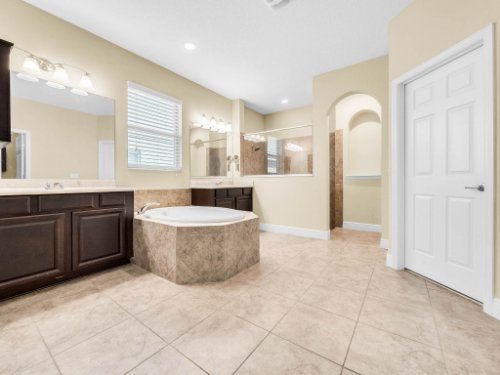 712-Cristaldi-Way--Longwood--FL-32779---22---Master-Bathroom.jpg