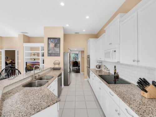 1284-Glencrest-Dr--Lake-Mary--FL-32746----20---Kitchen.jpg