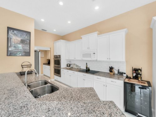 1284-Glencrest-Dr--Lake-Mary--FL-32746----21---Kitchen.jpg