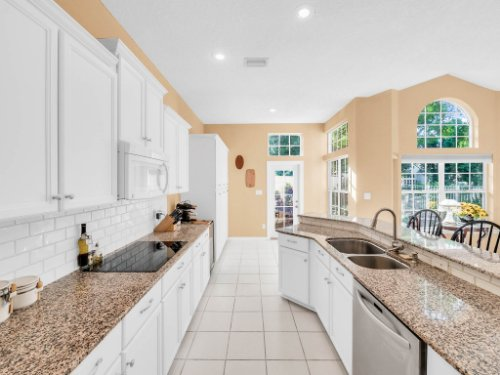 1284-Glencrest-Dr--Lake-Mary--FL-32746----22---Kitchen.jpg