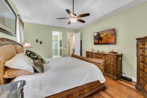 124-Alexandria-Pl-Dr--Apopka--FL-32712----24---Master-Bedroom.jpg