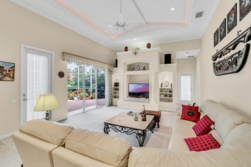 5284-Shoreline-Cir--Sanford--FL-32771----12---Family-Room.jpg