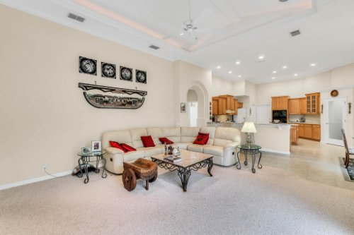 5284-Shoreline-Cir--Sanford--FL-32771----13---Family-Room.jpg