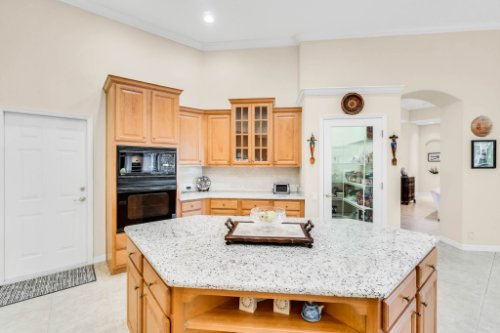 5284-Shoreline-Cir--Sanford--FL-32771----19---Kitchen.jpg