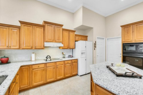 5284-Shoreline-Cir--Sanford--FL-32771----20---Kitchen.jpg