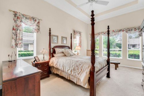 5284-Shoreline-Cir--Sanford--FL-32771----24---Master-Bedroom.jpg