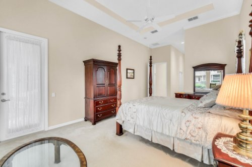 5284-Shoreline-Cir--Sanford--FL-32771----26---Master-Bedroom.jpg