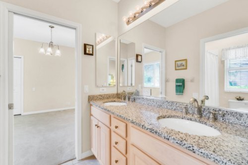 5284-Shoreline-Cir--Sanford--FL-32771----36---Bathroom.jpg