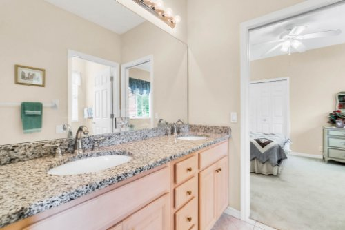 5284-Shoreline-Cir--Sanford--FL-32771----40---Bathroom.jpg