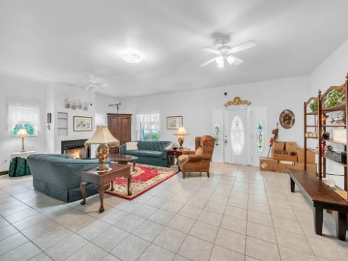 600-River-Oaks-Dr--Osteen--FL-32764----04---Foyer.jpg