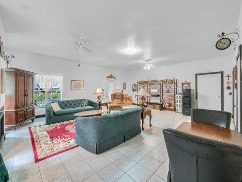 600-River-Oaks-Dr--Osteen--FL-32764----05---Family-Room.jpg