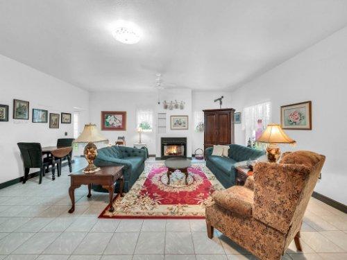 600-River-Oaks-Dr--Osteen--FL-32764----06---Family-Room.jpg