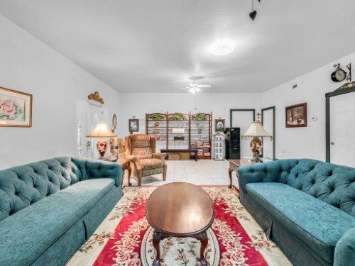 600-River-Oaks-Dr--Osteen--FL-32764----08---Family-Room.jpg