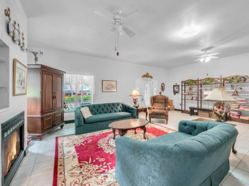 600-River-Oaks-Dr--Osteen--FL-32764----09---Family-Room.jpg