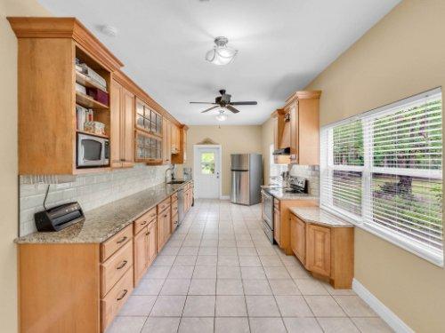 600-River-Oaks-Dr--Osteen--FL-32764----10---Kitchen.jpg