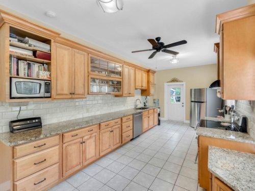 600-River-Oaks-Dr--Osteen--FL-32764----11---Kitchen.jpg