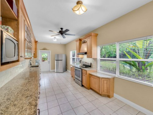 600-River-Oaks-Dr--Osteen--FL-32764----12---Kitchen.jpg