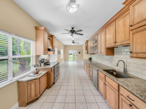 600-River-Oaks-Dr--Osteen--FL-32764----13---Kitchen.jpg