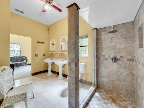 600-River-Oaks-Dr--Osteen--FL-32764----20---master-Bathroom.jpg