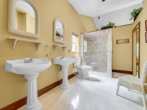 600-River-Oaks-Dr--Osteen--FL-32764----22---Master-Bathroom.jpg
