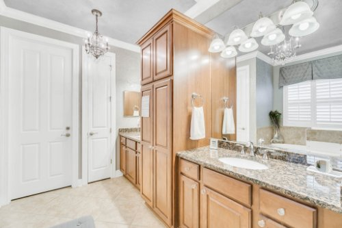 1241-Bella-Vista-Cir--Longwood--FL-32779----24---Master-Bathroom.jpg