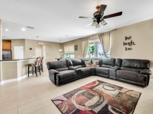 23539-Companero-Dr--Sorrento--FL-32776----11---Family-Room.jpg