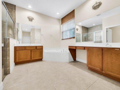23539-Companero-Dr--Sorrento--FL-32776----23---Master-Bathroom.jpg