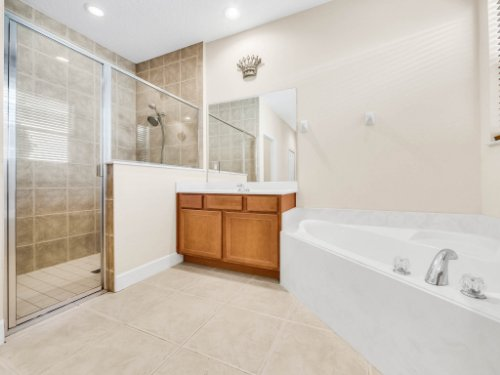 23539-Companero-Dr--Sorrento--FL-32776----24---Master-Bathroom.jpg