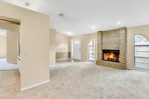 7034-Morning-Dove-Circle-Lakeland--FL-33809--04--Living-Room-1-----3.jpg