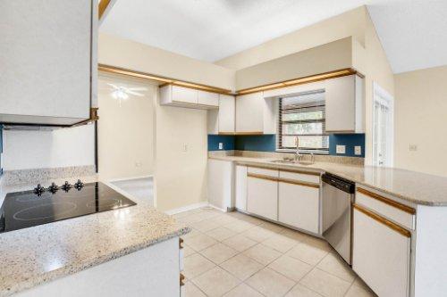 7034-Morning-Dove-Circle-Lakeland--FL-33809--07--Kitchen-1---1.jpg