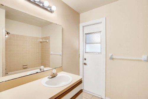 7034-Morning-Dove-Circle-Lakeland--FL-33809--24--Main-Bath.jpg