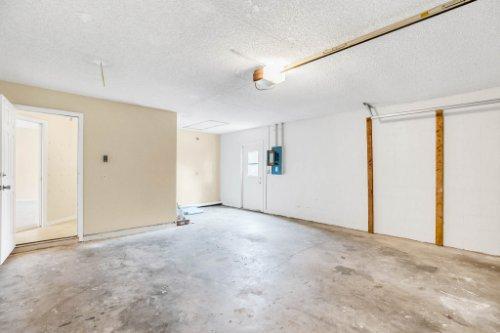 7034-Morning-Dove-Circle-Lakeland--FL-33809--28--Garage.jpg