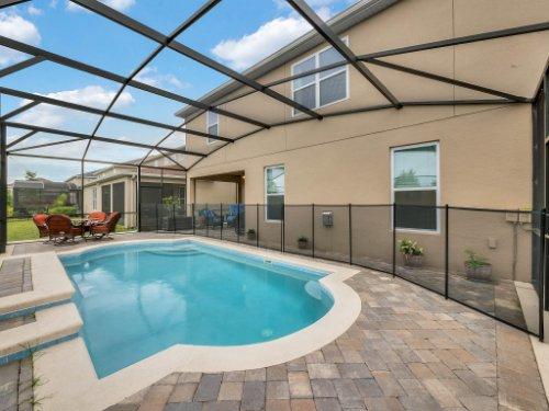 1056-Vinsetta-Cir--Winter-Garden--FL----04---Pool.jpg