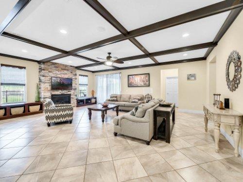 1056-Vinsetta-Cir--Winter-Garden--FL----12---Family-Room.jpg