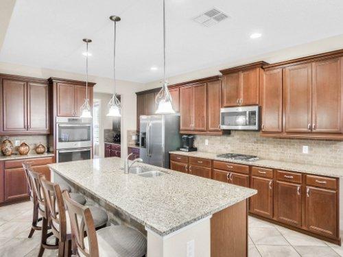 1056-Vinsetta-Cir--Winter-Garden--FL----16---Kitchen.jpg