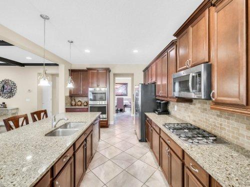 1056-Vinsetta-Cir--Winter-Garden--FL----19---Kitchen.jpg