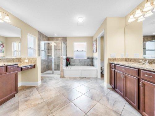1056-Vinsetta-Cir--Winter-Garden--FL----28---Master-Bathroom.jpg