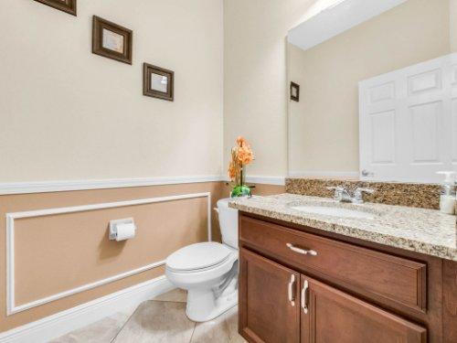 1056-Vinsetta-Cir--Winter-Garden--FL----32---Bathroom.jpg