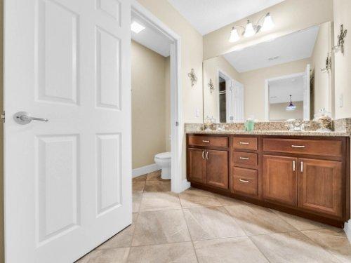 1056-Vinsetta-Cir--Winter-Garden--FL----34---Bathroom.jpg