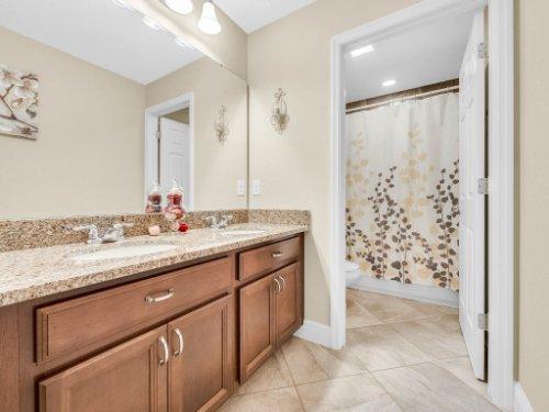 1056-Vinsetta-Cir--Winter-Garden--FL----36---Bathroom.jpg