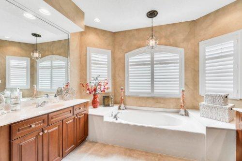 777-Grey-Heron-Pl--Chuluota--FL-32766----22---Master-Bathroom.jpg