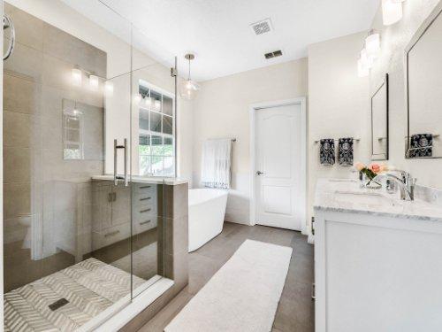 925-Hanley-Alley--Orlando--FL-32814----22---Master-Bathroom.jpg