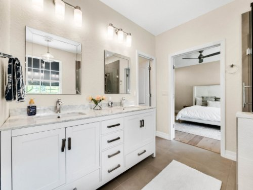 925-Hanley-Alley--Orlando--FL-32814----23---Master-Bathroom.jpg