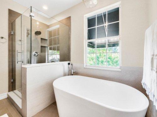 925-Hanley-Alley--Orlando--FL-32814----24---Master-Bathroom.jpg