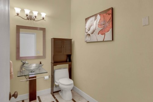 1755-E-Lagoon-Cir.-Clearwater--FL-33765--08--Powder-Room.jpg